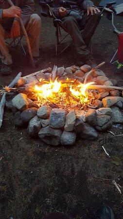 Port Renfrew, Canadá: Sittin' around the campfire