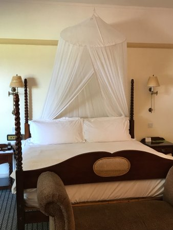 The Victoria Falls Hotel: So romantic!