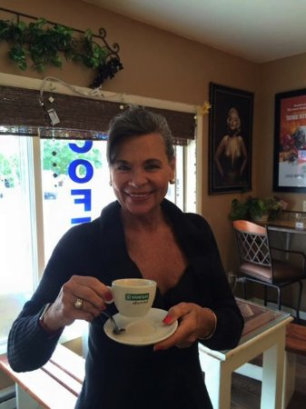 Egg Harbor, WI: Coffee lovers  from all over the world stop at Buttercups!