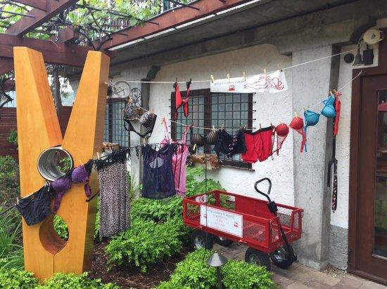Summerland, Kanada: Airing your dirty laundry??