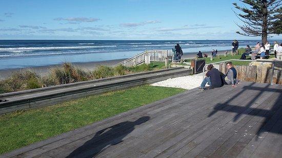 Waihi Beach, Nouvelle-Zélande : Blick von der Terrasse aufs Meer