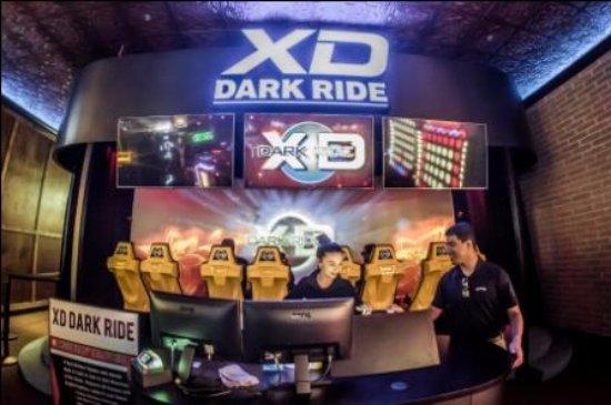 Clinton Township, มิชิแกน: XD Dark Ride