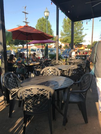 Colleyville, TX: Patio seating