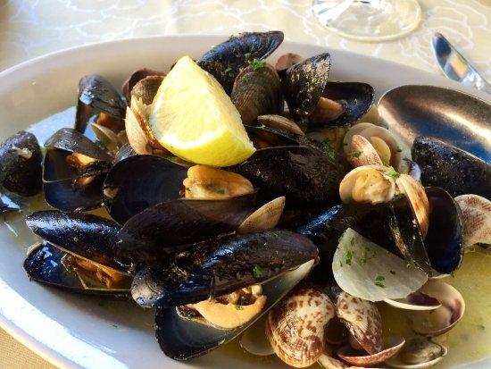 Hosteria Al Vecio Bragosso: Mussels and clams