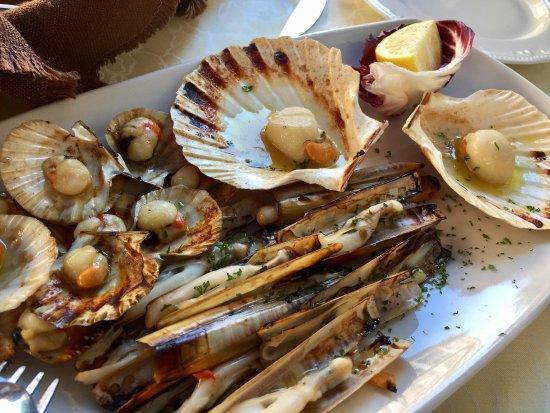 Hosteria Al Vecio Bragosso: Grilled scallops and razor clams
