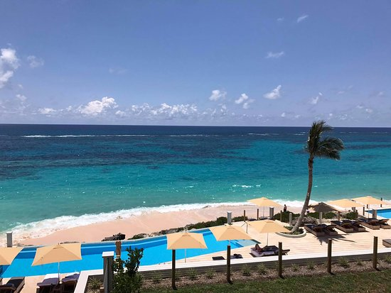 Tucker's Town, Bermuda: view of the pool area from room 216