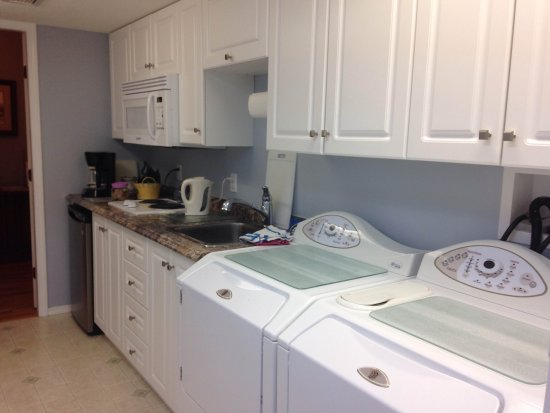 Arbor Bed and Breakfast: Kitchenette and access to laundry
