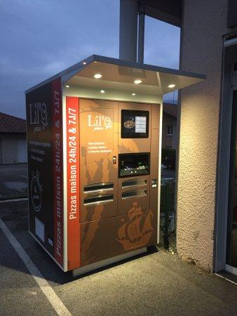 Sevrier, France: Distributeur pizza 100% maison 24h/24h