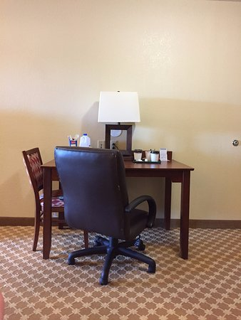 Elyria, OH: Desk/table