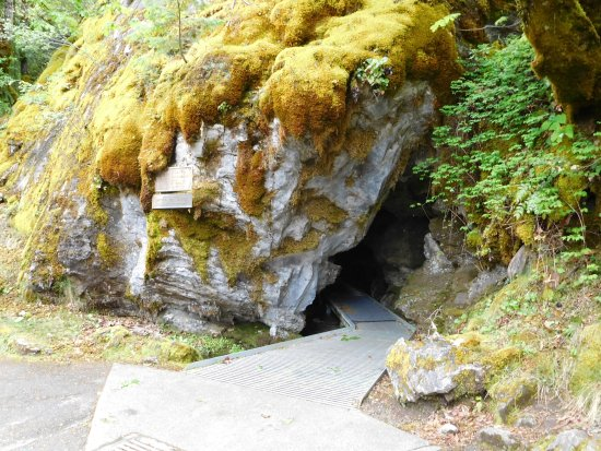 Oregon Caves National Monument: The Cave Entrance