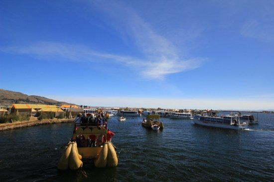 All Ways Travel: Lake Titicaca full of tourists