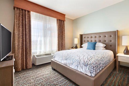 Omak, WA: Modern Extended Stay Bedroom