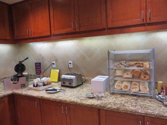 Bedford Park, IL: Breakfast buffet