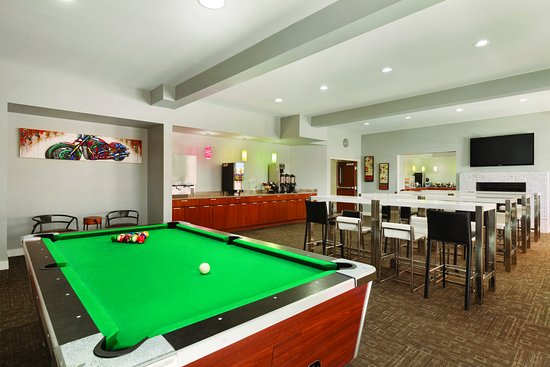 Omak, WA: 24 hour Multi-Function room with pool table & lots of sports.