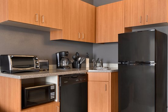 Best Western Plus Peppertree Airport Inn: Extended stay Kitchen