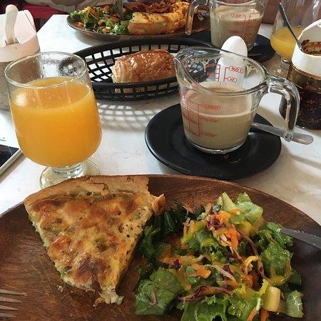Choux Choux Cafe