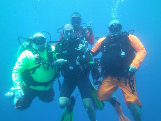 Turquoise Bay Dive & Beach Resort: out diving