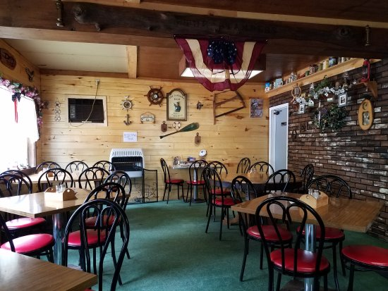 Curtis, MI: Quaint, well-decorated dining room