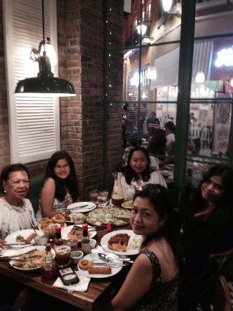 Las Pinas, Filipinler: @Mama Lou's EVIA