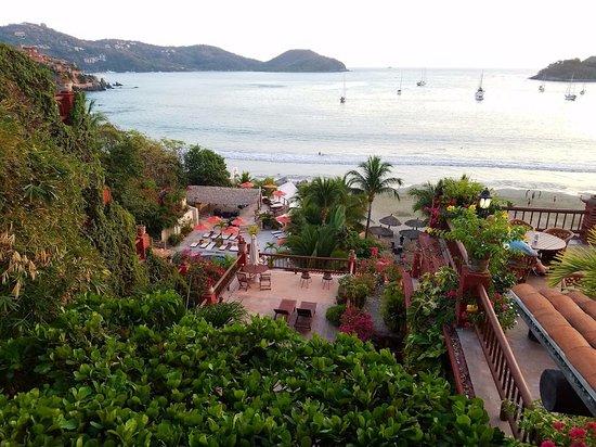 Aura del Mar Hotel: Looking over Hotel Aura Del Mar from balcony