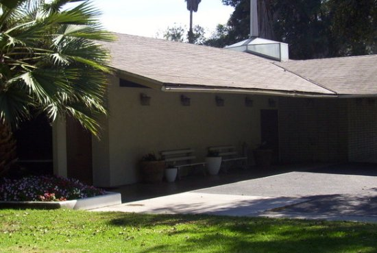 Monrovia, Kalifornia: Turner & Stevens Live Oak Mortuary & Memorial Park