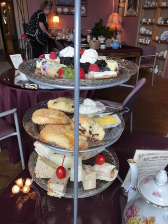 Mount Vernon, WA: Queen's Tea tray, with a sandwich missing (my sister already stole one).