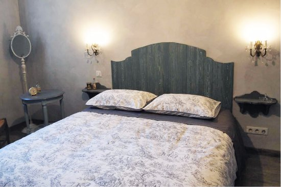 Chateauneuf-de-Gadagne, France : Chambre Angevine