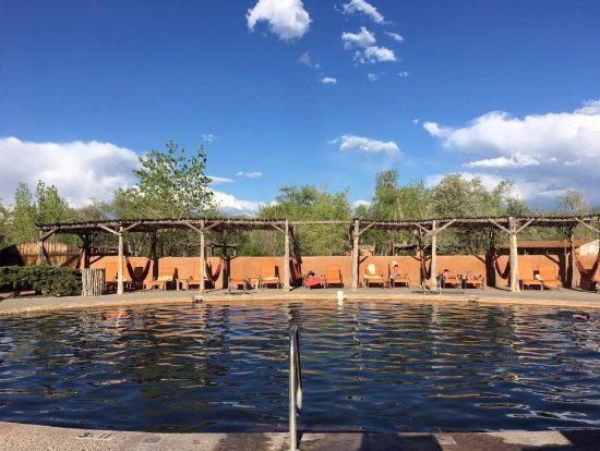 Ojo Caliente, Nuevo Mexico: The cool plunge pool. Apparently Julia Roberts was here a few weeks before we were!