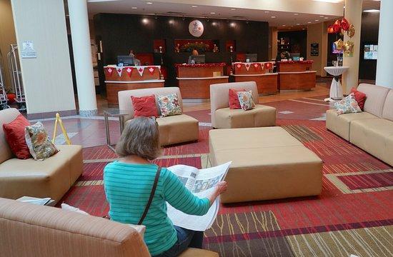 Courtyard Ottawa East: Marriott Courtyard East, Ottawa - Main Lobby