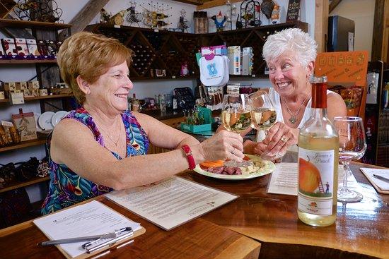 Maynardville, TN : The tasting room at The Winery at Seven Springs Farm
