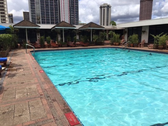 Hilton Nairobi: Hotel pool mid-day