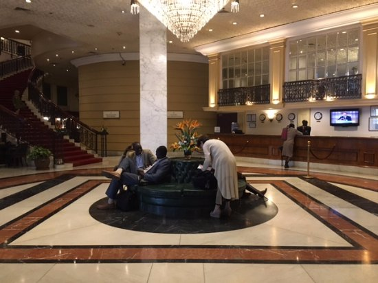 Hilton Nairobi: Hotel lobby