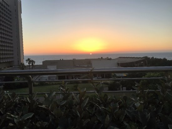 Shalom Hotel & Relax Tel Aviv - an Atlas Boutique Hotel: View of the sunset from the roof deck