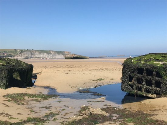 Арроманш-ле-Бен, Франция: Remains Mulberry Harbour