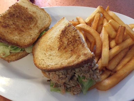 Купертино, Калифорния: Toasted crab sandwich (crab is cold...it's suppose to be!)