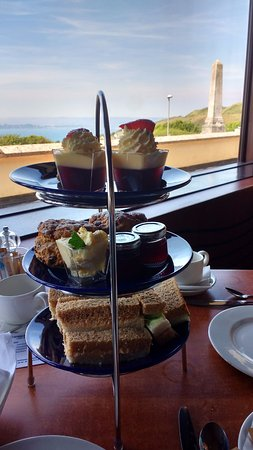 Heights Hotel Bar & Bistro: The afternoon tea stand (for two)