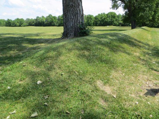 Chillicothe, OH: Berm like mound that borders the site