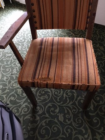 Axams, Østrig: Broken Arm , Torn chair seats