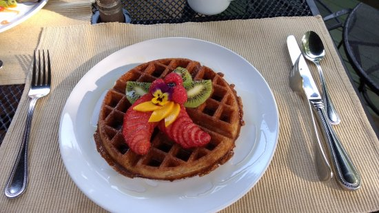 Addison, PA: Hartzell House: Belgian waffle with their homemade ginger syrup that's deeelish!