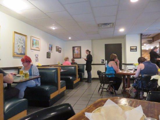 Maryville, TN: Interior - Roland's Bistro