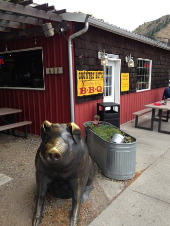 Cashmere, WA: Country Boys BBQ pig