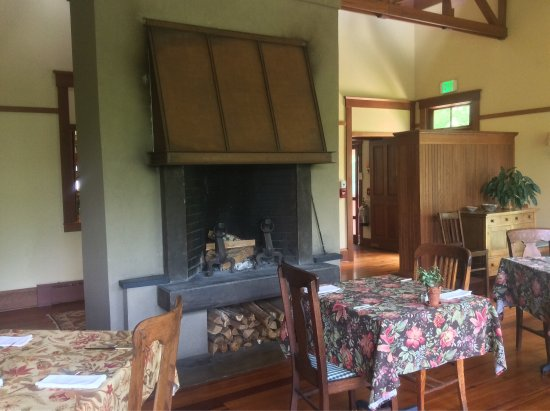 Sourwood Inn: Southern charm and hospitality at its finest!!!
