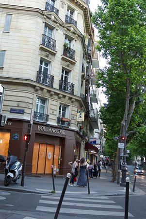 Hotel de la Perdrix Rouge: straat van hotel