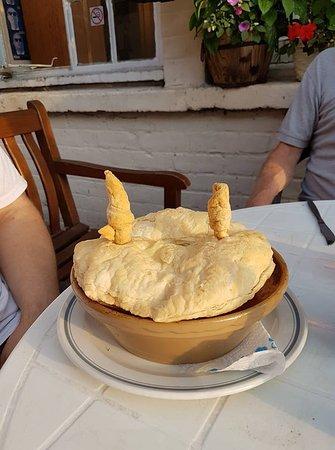 Upton upon Severn, UK: Desperate Dan Pie!