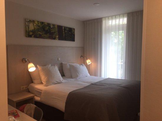Camera da letto e bagno. - Bild von Hotel Cappuccino, Amsterdam ...