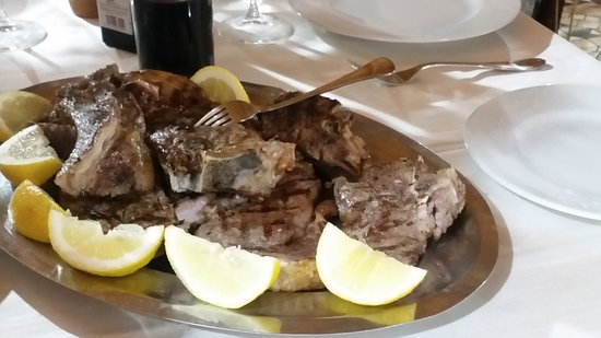 Arrone, Italia: Wood Roasted Chianina Veal Chop with Lemon and Rosemary