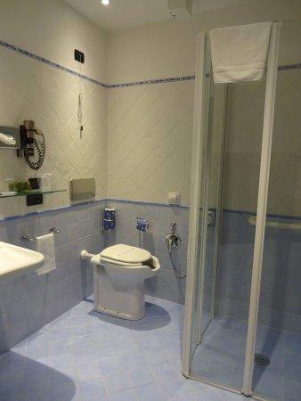 Hotel Davanzati: VERY new and nice bathroom