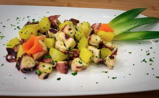 Dogana, San Marino: Polpo con patate allo zafferano