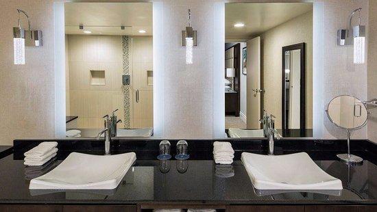 West Des Moines, IA: Presidential Suite Bathroom