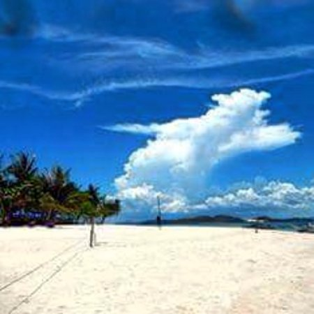 Culion, Filipinas: Secluded beautiful beach with blue clean water